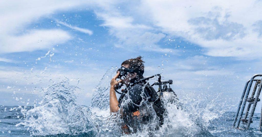 La sensación de adentrarse en el mar es realmente increíble y con Yo Buceo es posible. ¡Apúntate a un bautismo de buceo!